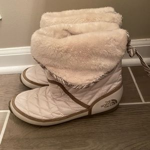 Women's Northface boots- size 8